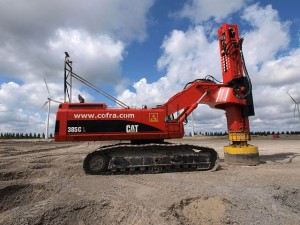 640px-Caterpillar_385C_L_with_Junttan_pile_driver_(owner_Cofra)_p2