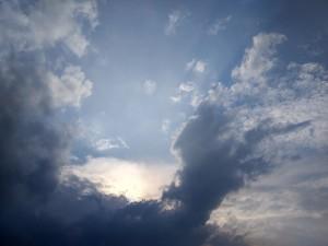 clouds-2342681_1920
