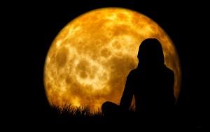 moon-1815993_1920