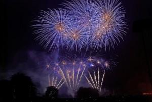 fireworks-1783295_1920